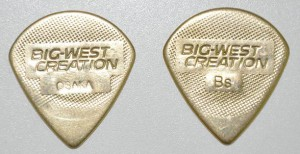 Медиатор BWC, латунь, mini teardrop, 1мм. ― Guitar-Supply.ru
