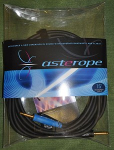 Asterope black gold S-S jacks, 15' ― Guitar-Supply.ru